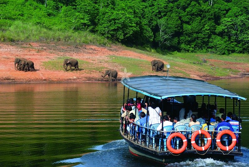 Athirapally- Munnar-Thekkady Tour Package